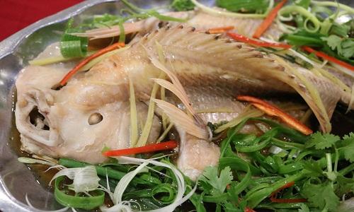 Món cá hấp gừng ngon đúng điệu cho bữa cơm ngày đông